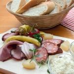 Moravské prkénko – BIO-hovězí-uzené, slanina, Těšetická klobása, tvarůžek, křen a hořčice